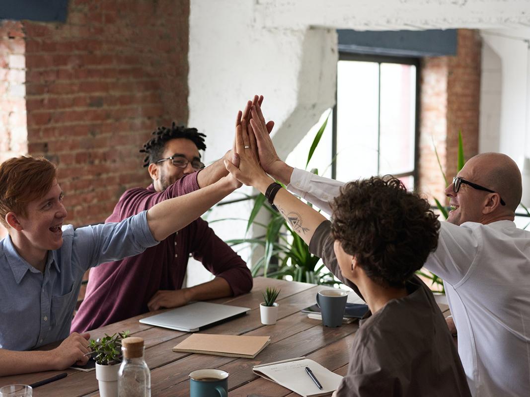 positieve werksfeer: 5 essentiële factoren